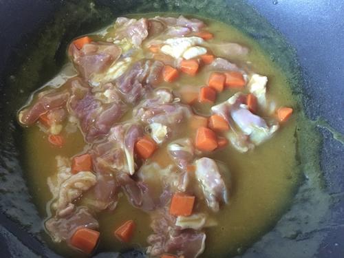 板栗咖喱鸡肉蒸饭的做法图解8