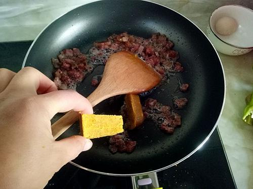 咖喱炒饭的做法图解5