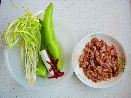 青椒炒肉片的做法图解3