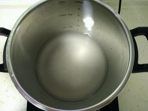 皮蛋瘦肉粥的做法图解1