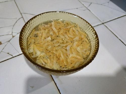 虾皮萝卜汤的做法图解2