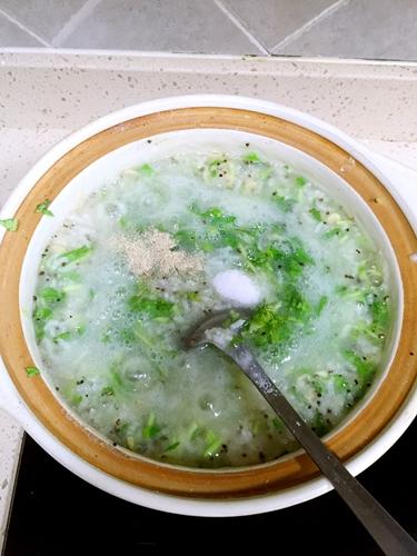 青菜虾皮粥的做法图解4