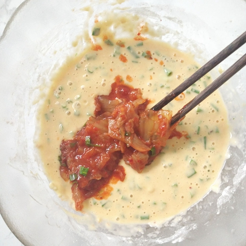 韩式泡菜饼的做法图解3