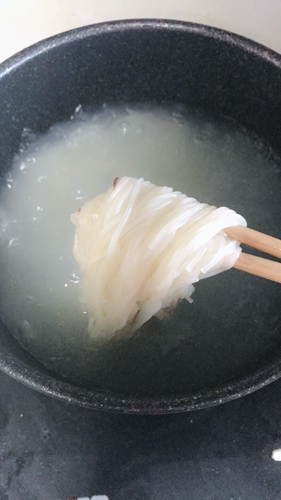 热汤咸口冷面的做法图解4