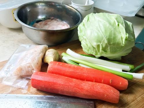 孕妇食谱  蔬菜猪肉蒸饺的做法图解1