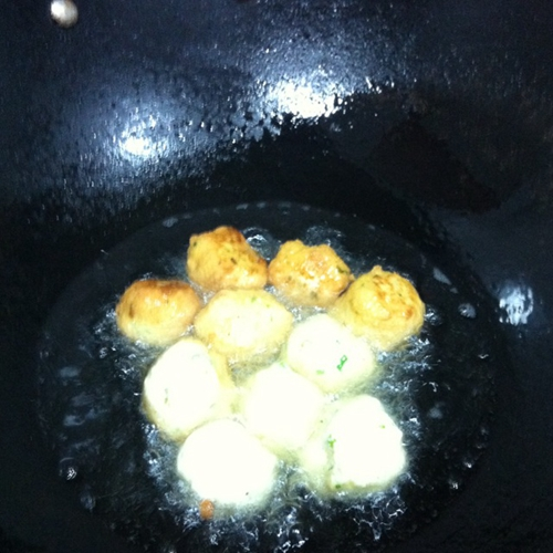 油炸豆腐丸子的做法图解5
