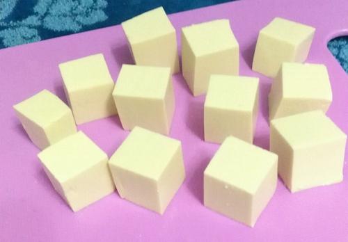 剁椒豆腐的做法图解1