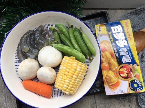 咖喱口蘑虾仁饭的做法图解1