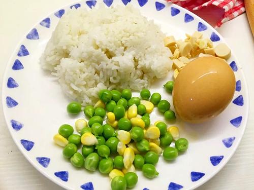 向日葵蛋炒饭的做法图解1