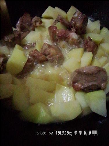 土豆烧排骨的做法图解9