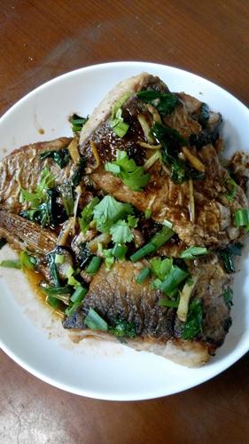简单的家常煎鱼红烧鱼的做法图解6