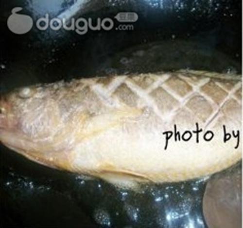 酸甜黄花鱼的做法图解3