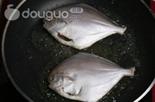 家常红烧平鱼的做法图解4