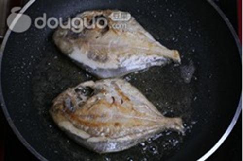 家常红烧平鱼的做法图解5