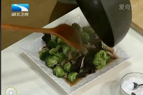 西兰花炒蘑菇的家常做法
