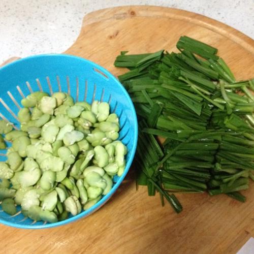 蚕豆米炒韭菜的家常做法
