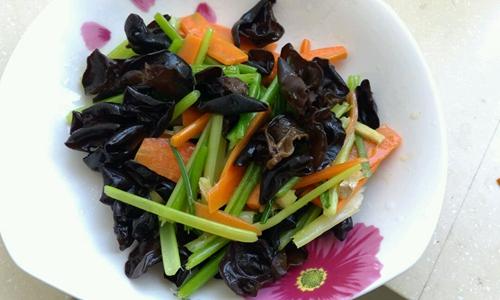 素炒芹菜的家常做法