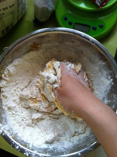 南瓜豆沙包的做法图解2