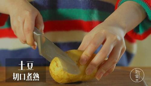 风琴马铃薯的做法图解1