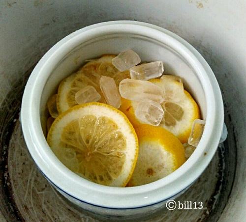 非常滋润的冰糖炖柠檬的做法图解2