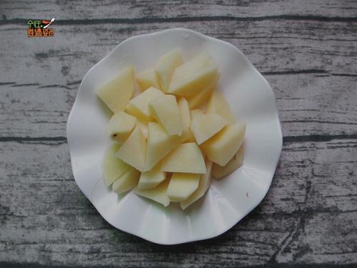 土豆烧排骨的做法图解2