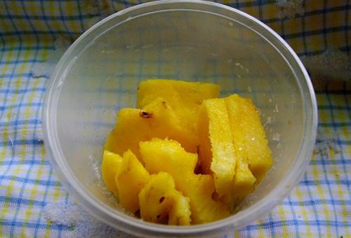 菠萝咕老肉的做法图解1