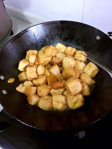 油豆腐烧肉的做法图解3
