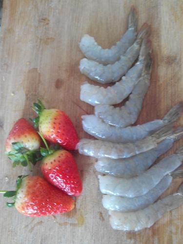 草莓滑虾的做法图解1