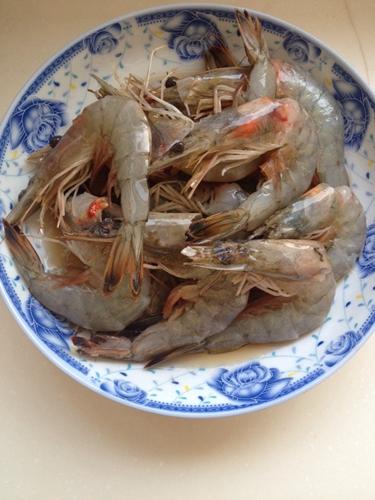 油闷大虾的做法图解2