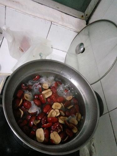 木瓜银耳红枣羹的做法图解5