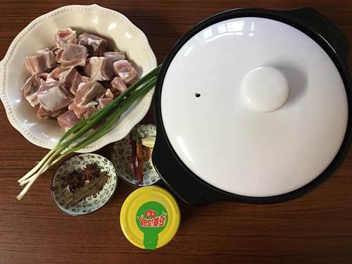 砂锅版红烧牛肉的做法图解1
