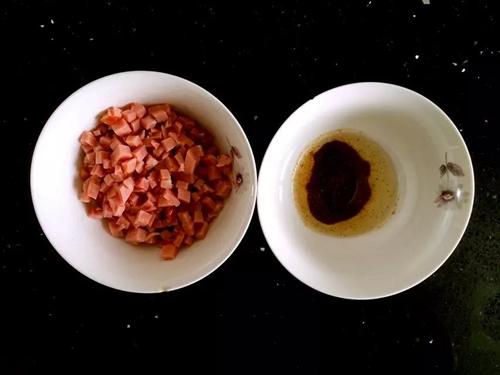 香肠花卷的做法图解2