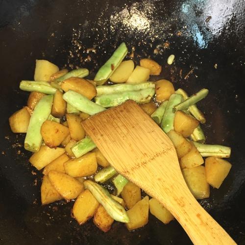 农家菜芸豆炖土豆(超级简单好吃)的做法图解3