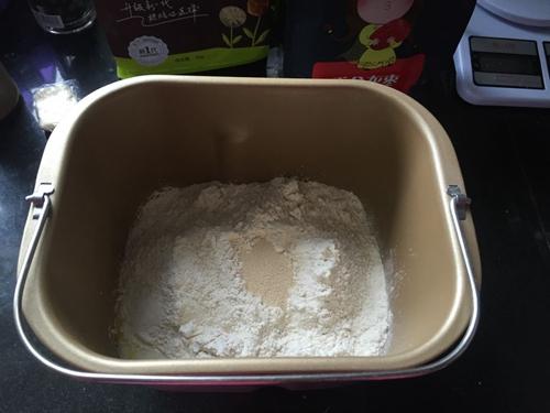全麦红枣餐包的做法图解1