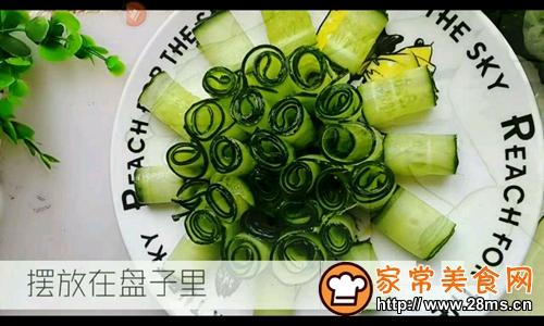 凉拌黄瓜卷的做法图解3