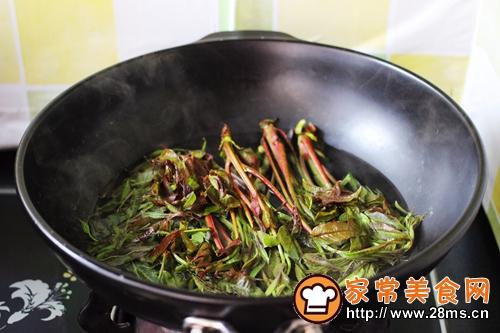香椿南极磷虾翠玉饺子的做法图解3