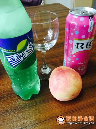 红粉蜜桃少女心(调制鸡尾酒)的做法图解1