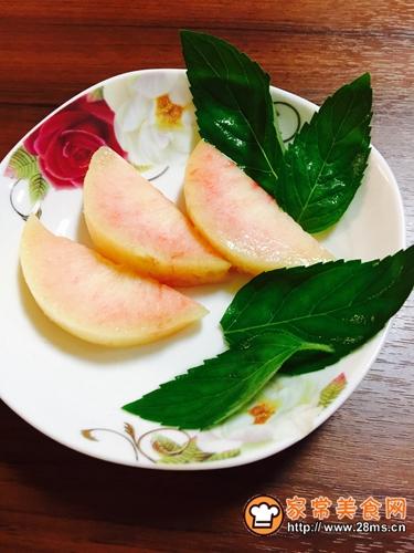 红粉蜜桃少女心(调制鸡尾酒)的做法图解2
