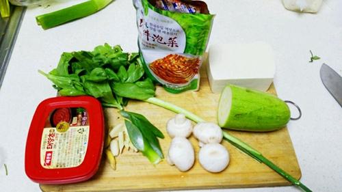 逼格满满的泡菜豆腐锅的做法图解1