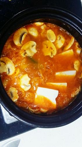 逼格满满的泡菜豆腐锅的做法图解6