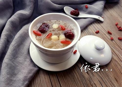 莲子红枣炖银耳的做法图解4