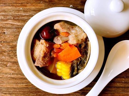 白菜干煲猪骨汤的做法图解5