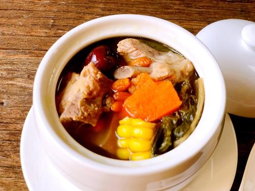 白菜干煲猪骨汤的做法图解6