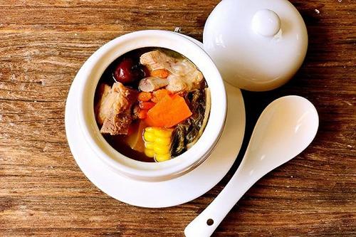 白菜干煲猪骨汤
