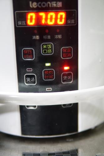 五谷杂粮莲子粥的做法图解5
