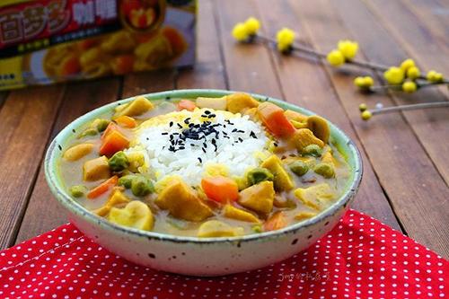 咖喱蘑菇鸡肉饭