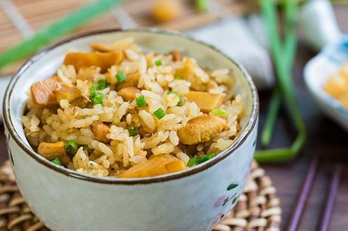 笋丁干贝焖饭