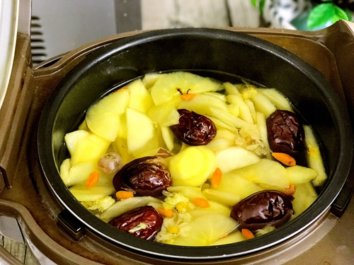 苹果桂圆红枣甜汤的做法图解6