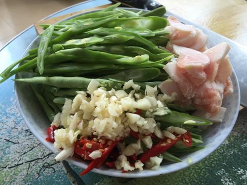 四季豆炒肉的做法图解1