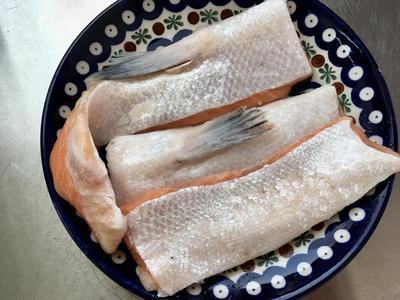 茄兔鲑鱼肚温沙拉